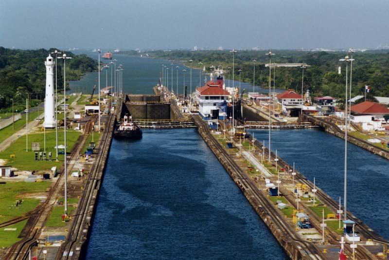 Panama_canal_gatun_lo